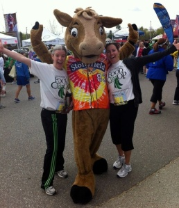 Pre-5K with Gert the Stonyfield Cow and Manchester Food Co-op!